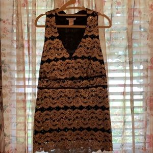 Sleeveless top with gold and black lace 1X